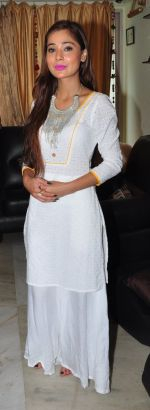 Sara Khan Eid celebration on 7th July 2016 (2)_577e5f2283650.JPG