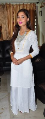 Sara Khan Eid celebration on 7th July 2016 (6)_577e5f24a389d.JPG