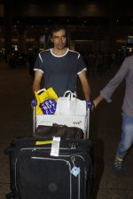 Imtiaz Ali snapped at airport on 7th July 2016 (4)_577fb4a599665.JPG
