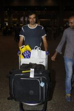 Imtiaz Ali snapped at airport on 7th July 2016 (6)_577fb4a76d484.JPG