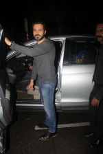 Emraan Hashmi snapped in BKC for dinner on 8th July 2016 (4)_57806d7d7aed3.JPG