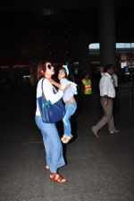 Twinkle Khanna returns from holidays in Mumbai on 10th July 2016 (11)_578255cc477f9.JPG