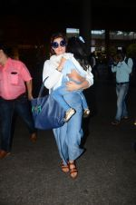 Twinkle Khanna returns from holidays in Mumbai on 10th July 2016 (6)_578255c9f339f.JPG
