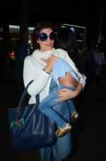 Twinkle Khanna returns from holidays in Mumbai on 10th July 2016 (8)_578255cb293b3.JPG