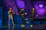 Varun Dhawan, Jacqueline Fernandez promote Dishoom on the sets of Dance 2 plus on 11th July 2016 (22)_5783d0d58253c.jpg