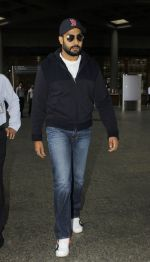 Abhishek Bachchan snapped at the airport on 12th July 2016 (19)_5784bba649d3f.JPG