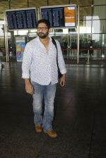 Arshad Warsi snapped at the airport on 12th July 2016 (19)_5784bb9a8dea9.JPG