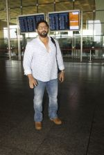 Arshad Warsi snapped at the airport on 12th July 2016 (22)_5784bb9d15101.JPG