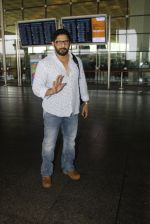 Arshad Warsi snapped at the airport on 12th July 2016 (23)_5784bb9dbf9fe.JPG