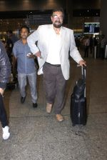 Kabir Bedi snapped at the airport on 12th July 2016 (6)_5784bb720298c.JPG