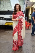 Madhuri Dixit snapped on  the sets of So You Think you can dance on 12th July 2016 (28)_57853165cb6f1.JPG