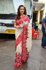 Madhuri Dixit snapped on  the sets of So You Think you can dance on 12th July 2016 (30)_57853167b5e76.JPG