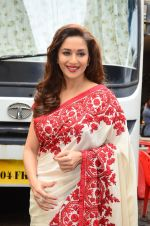 Madhuri Dixit snapped on  the sets of So You Think you can dance on 12th July 2016 (32)_57853169bafbb.JPG