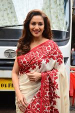 Madhuri Dixit snapped on  the sets of So You Think you can dance on 12th July 2016 (33)_5785316a9b9ab.JPG
