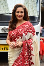 Madhuri Dixit snapped on  the sets of So You Think you can dance on 12th July 2016 (35)_5785316c71e77.JPG