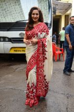 Madhuri Dixit snapped on the sets of So You Think you can dance on 12th July 2016-1(111)_578537230846a.JPG