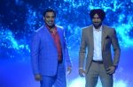 Shoaib Akhtar and Harbhajan Singh on the sets of Life Ok new show Mazak Mazak Me promo shoot on 11th July 2016 (11)_578476304303a.JPG