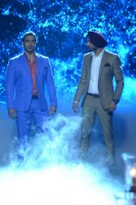 Shoaib Akhtar and Harbhajan Singh on the sets of Life Ok new show Mazak Mazak Me promo shoot on 11th July 2016 (12)_578476468cde8.JPG