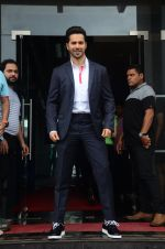 Varun Dhawan promote Dishoom on the sets of Dance 2 plus on 11th July 2016 (64)_5784761170888.JPG