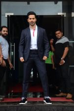 Varun Dhawan promote Dishoom on the sets of Dance 2 plus on 11th July 2016 (65)_5784761233a60.JPG