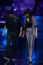 Varun Dhawan, Jacqueline Fernandez promote Dishoom on the sets of Dance 2 plus on 11th July 2016 (27)_57847582f3b53.JPG