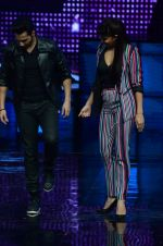 Varun Dhawan, Jacqueline Fernandez promote Dishoom on the sets of Dance 2 plus on 11th July 2016 (28)_578476178d5de.JPG