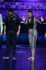 Varun Dhawan, Jacqueline Fernandez promote Dishoom on the sets of Dance 2 plus on 11th July 2016 (31)_57847618c98b8.JPG