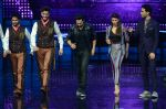 Varun Dhawan, Jacqueline Fernandez promote Dishoom on the sets of Dance 2 plus on 11th July 2016 (33)_5784761964e0c.JPG