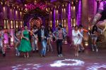 Vivek Oberoi, Riteish Deshmukh, Urvashi Rautela promote Great Grand Masti on the sets of Comedy Nights Bachao  (2)_57873e325af89.JPG