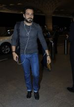 Emraan Hashmi snapped in Mumbai on 14th July 2016 (5)_57886458bcbbe.JPG