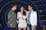Jacqueline Fernandez, Karan Johar, Ganesh Hegde on the sets of Jhalak Dikhla Jaa 9 in Mumbai on 15th July 2016 (29)_5789372c3c564.JPG