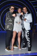 Jacqueline Fernandez, Karan Johar, Ganesh Hegde on the sets of Jhalak Dikhla Jaa 9 in Mumbai on 15th July 2016 (31)_5789373f2f7bc.JPG