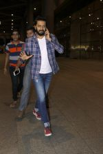 Riteish Deshmukh snapped at airport on 14th July 2016-1 (14)_578882cb70c58.JPG