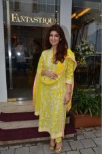 Twinkle Khanna at the launch of FANTASTIQUE by Abu Sandeep on 15th July 2016 (21)_57892a7d95bbb.JPG