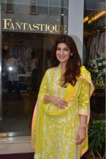 Twinkle Khanna at the launch of FANTASTIQUE by Abu Sandeep on 15th July 2016 (22)_57892a7e7a749.JPG