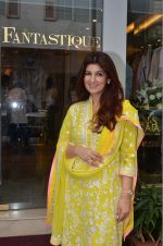Twinkle Khanna at the launch of FANTASTIQUE by Abu Sandeep on 15th July 2016 (23)_57892a7f7f5d6.JPG