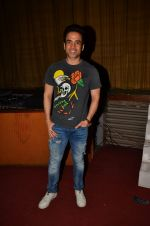 Tusshar Kapoor at Satish Kaushik_s play Mr and Mrs Murarilal premiere on 16th July 2016 (45)_578b74e899928.JPG