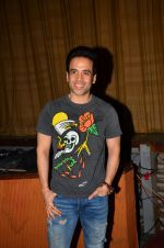 Tusshar Kapoor at Satish Kaushik_s play Mr and Mrs Murarilal premiere on 16th July 2016 (48)_578b74eb2f6c1.JPG