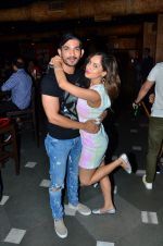 Arjun Bijlani and Puja Banerjee at Kunal Verma_s Birthday celebration in R Adda on 17th July 2016_578c620177cd9.JPG
