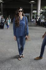 Karishma Tanna snapped at Mumbai airport on 17th July 2016