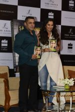 Salman Khan launches Sania Mirza_s Autobiography on 17th July 2016 (38)_578c76ee52fc8.JPG