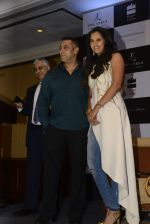 Salman Khan launches Sania Mirza_s Autobiography on 17th July 2016 (4)_578c766595562.JPG
