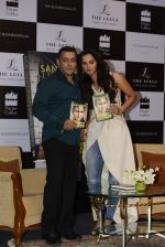 Salman Khan launches Sania Mirza_s Autobiography on 17th July 2016 (41)_578c76ef9efb0.JPG