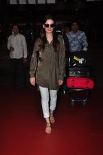Evelyn Sharma snapped at airport on 18th July 2016 (7)_578dc2b079970.JPG