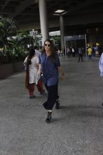 Neha Dhupia snapped at airport on 18th July 2016 (2)_578dbe9369d8a.JPG