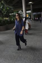 Neha Dhupia snapped at airport on 18th July 2016 (3)_578dbe944e5be.JPG