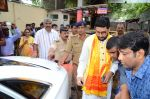 Abhishek Bachchan visits Siddhivinayak Temple, Mumbai on July 20, 2016 (10)_578fb396a7496.JPG