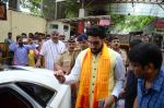 Abhishek Bachchan visits Siddhivinayak Temple, Mumbai on July 20, 2016 (12)_578fb39b26270.JPG