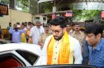 Abhishek Bachchan visits Siddhivinayak Temple, Mumbai on July 20, 2016 (13)_578fb39d1e108.JPG