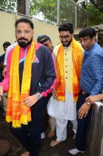 Abhishek Bachchan visits Siddhivinayak Temple, Mumbai on July 20, 2016 (4)_578fb386b9915.JPG